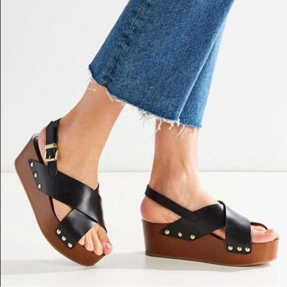 636bff4dc8a Sam Edelman Bentlee platform sandal in black. M 5b0c9994a4c4854ed5122031